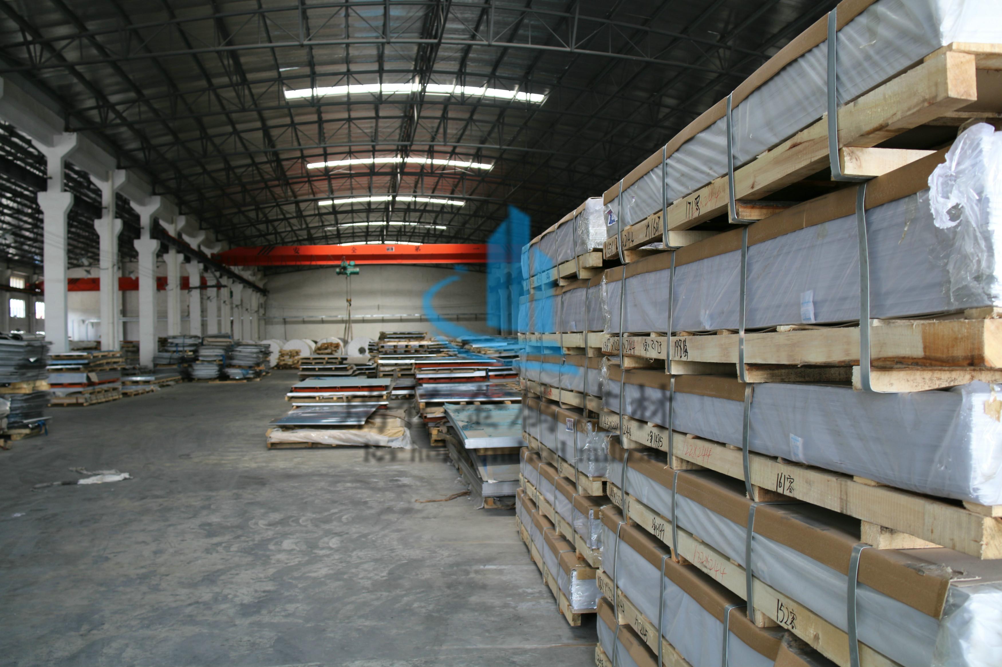 铝板存放厂房